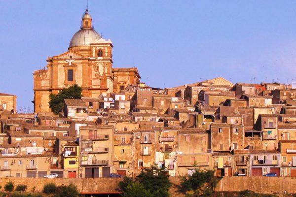 Caltagirone-Banner_Panorama_wikicommons